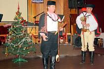 Vánoční setkání Obce Slováků v Karviné. Pohronci předvedli, jak dobře ovládají hru na lidové hudební nástroje.