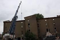 Demolice budovy bývalého podniku Oseva a dalších dvou menších objektů.
