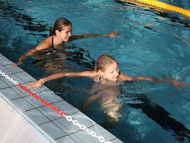 Celostátní soutěž v plavání nemá žádné omezení. Přijít mohl kdokoli, kdo uplave jakýmkoli způsobem 100 metrů.