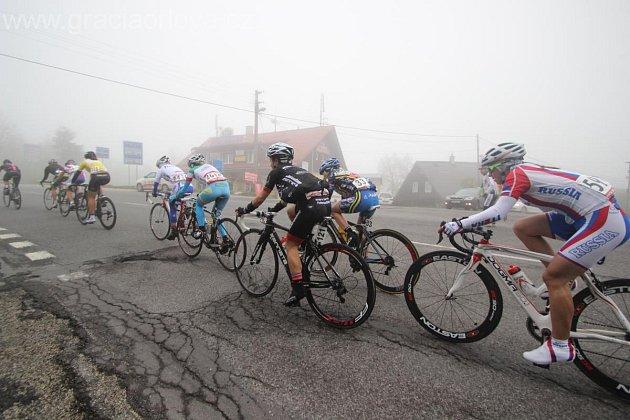 Cyklistkám dala stoupání na Pustevny a na Bumbálku, kde se peloton rozředil, pořádně zabrat.
