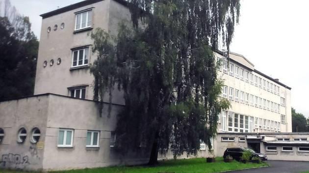 Do bývalé polské školy se dočasně nastěhují dva odbory Úřadu práce v Karviné.
