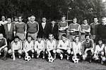 Podzim 1987. Společná fotografie fotbalového klubu.