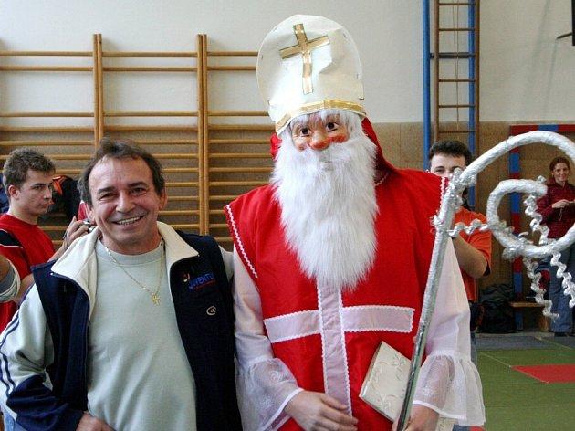 Petr Rabas dotáhne v sobotu na turnaj dětí zase Mikuláše.