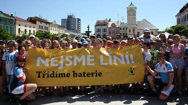 Recyklojízda startovala letos v Moravskoslezském kraji, který je žel nejhorším krajem v třídění baterií. Členové Recyklojízdy se to pokoušejí změnit svou osvětou.