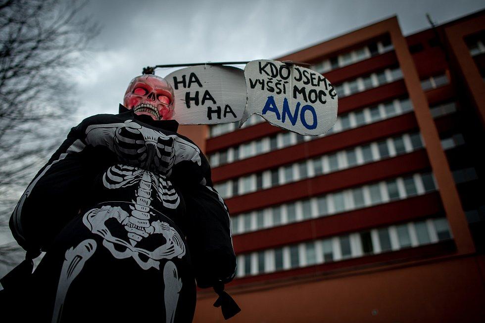 Happeningová akce - smuteční pochod za Orlovskou ortopedii, 31. ledna 2020 v Orlové.