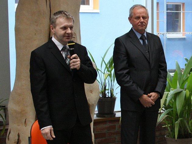 Nový ředitel havířovské nemocnice, a současně i karvinské a orlovské nemocnice, Petr Kovařík (vlevo) při zahajování Dne zdraví.