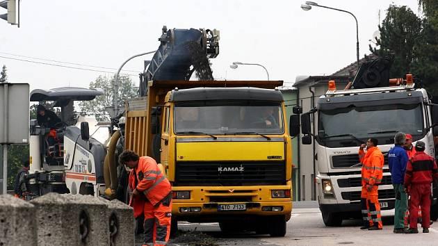 Oprava silnice u zimního stadionu v Karviné.