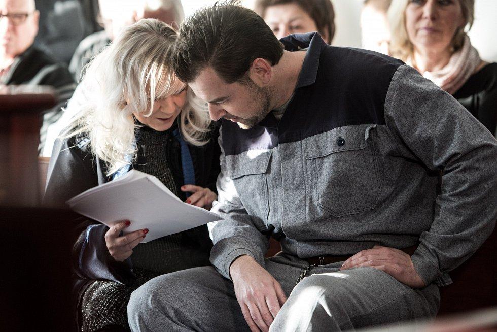 Petr Kramný a jeho obhájkyně Jana Rejžková u soudu v roce 2016.