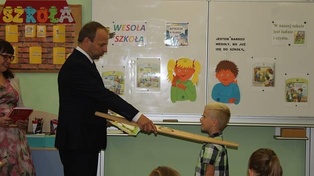 V Základní škole s polským vyučovacím jazykem v Českém Těšíně nastoupilo do prvních tříd 38 dětí. Část z nich dochází z Polska.