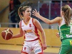 Eliška Kubíčková (vlevo) je oporou Havířova a nyní se s národním týmem U16 stala i vicemistryní Evropy.