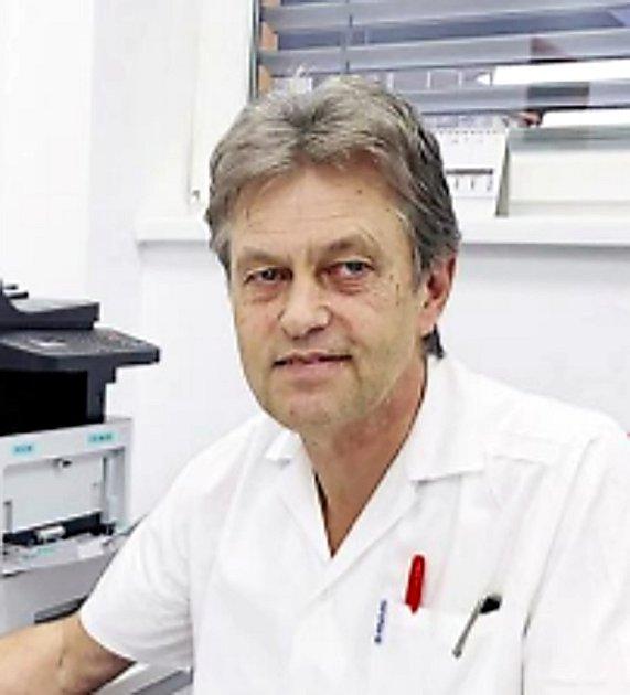 Primář infekčního oddělení Nemocnice Havířov MUDr. Ivo Mifek.