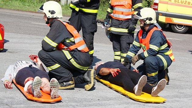 Fingovaná hromadná nehoda autobusu v Karviné
