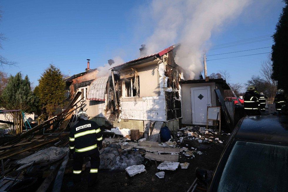 Požár finského dvojdomku v Horní Suché.