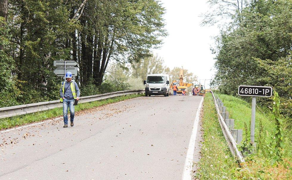 Rekonstrukce silničního nadjezdu je součástí modernizace železniční tratě Český Těšín – Dětmarovice.