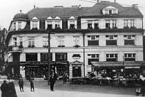 Dobový snímek Obchodního domu Albína Chamrada s Hotelem Orlová.