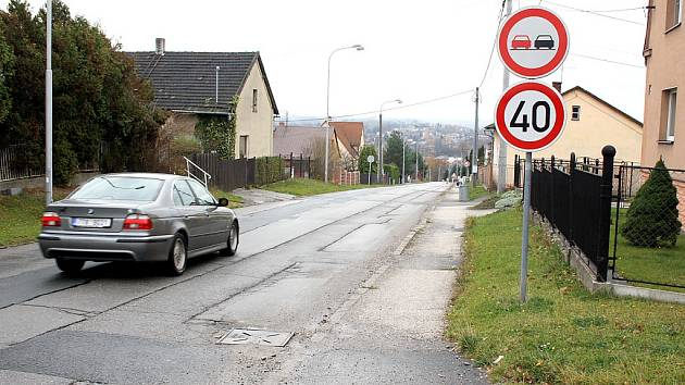 Maximální rychlost 40 kilometrů v hodině nyní platí v orlovské ulici Zátiší. Omezení rychlosti přišlo po stížnostech tamních obyvatel.
