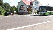 Následky dopravní nehody na Těšínské ulici v Šenově.