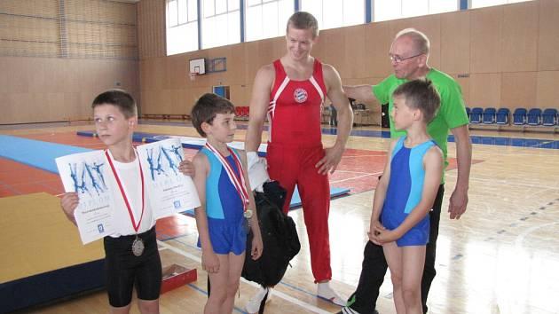 Ve Sportovní hale Žákovská se konalo cvičení dětí pro rodiče s účastí úspěšných atletů.