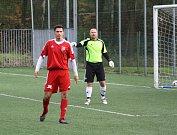 Orlovští fotbalisté (v červeném) si doma poradili s Bruntálem.
