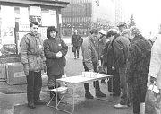 Informační akce v centru Havířova o dění v revoluční době v listopadu a prosinci 1989.