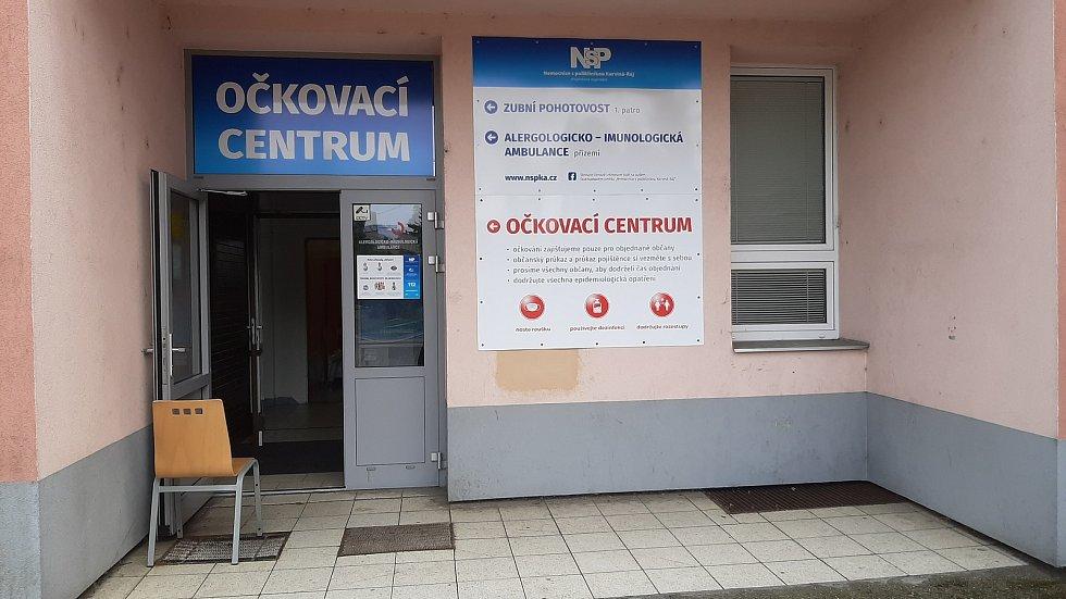 Očkovací centrum v Nemocnici v Karviné-Ráji. O uplynulém víklendu tam naočkovali skoro 350 lidí bez předchozí registrace.