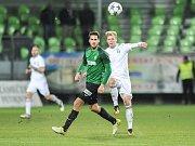 Bez Jana Hoška (vpravo) se budou muset obejít karvinští fotbalisté.
