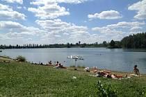 Téměř dvacetimilionová investice by u Vrbického a Kališova jezera měla přinést i novou půjčovnu lodiček a odpočinkové plovárny.