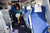 V Bohumíně a Ostravě se v sobotu koná Den železnice. Zájemci se mohu svézt parním vlakem mezi oběma městy, ale také si prohlédnout zázemí vlakových a lokomotivních dep v Ostravě i Bohumíně.