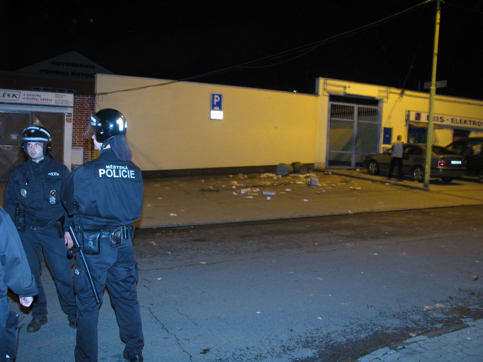 V Jarošově ulici šlo v pátek o život. Zakročit musela pořádková jednotka.