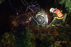 Zásah hasičů u noční nehody v Rychvaldě.
