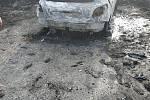 Zloději v pátek odpoledne vykradli dům v Karviné Hranicí. Z garáže dokonce ukradli auto, které pak za městem zapálili.