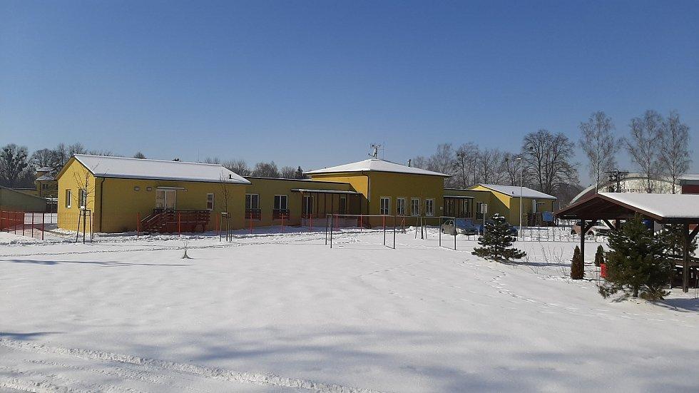 Hornická obec Stonava před 30 lety doslova vstala z popela. Dnes má necelých 2000 obyvatel a velmi dobrou infrastrukturu. Nový dům s byty pro seniory.
