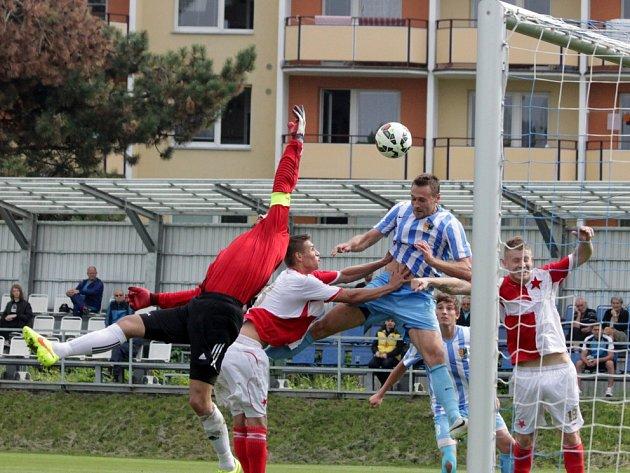 Favorizovaný Prostějov (v bleděmodrém) doslova udolal orlovské fotbalisty.