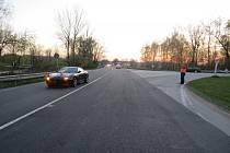 Policie hledá svědky nehody mezi vozem Jaguar a mladým cyklistou.