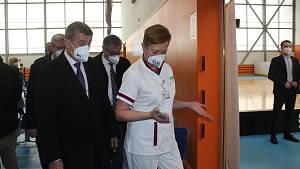 Andrej Babiš navštívil havířovské očkocentrum i místní víceúčelovou halu stolních tenistů.