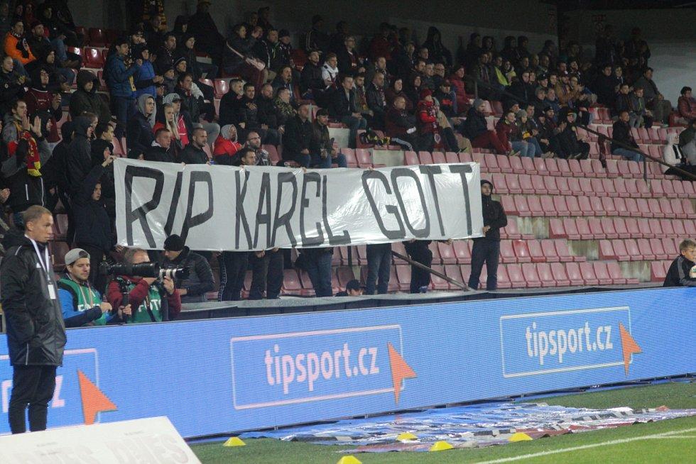 Fanoušci připomněli i odchod Karla Gotta.