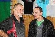 Ředitel turnaje Jan Tobola (vlevo) v družném hovoru.