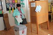 První den komunálních voleb v Orlové měl solidní voličskou účast.