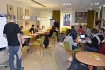 Návštěvníci mohli v knihovně pokládat odborníkům na dané téma jakékoli otázky.