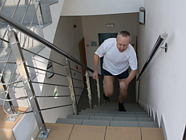 Borci při zdolávání schodů bohumínské věže
