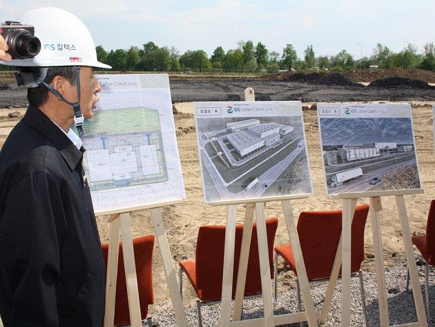V karvinské průmyslové zóně Nové Pole zástupci korejského investora v květnu 2012 slavnostně zahájili stavbu nové haly pro společnost GS Caltex.