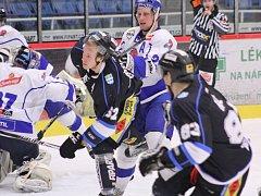 Havířovští hokejisté (v černém) získali proti Táboru další body.