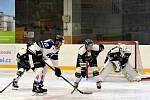Sportovní nabídce kralují hokejové zápasy.