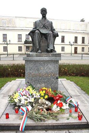 Květiny usochy T. G. Masaryka vKarviné.