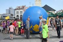 V sobotu proběhlo finále studentských GLOBE Games, které letos hostila Karviná. Na Masarykově náměstí se konal badataleský jarmark, kdy malí vědci představili veřejnsoti výsledky svého bádání a pokusů.