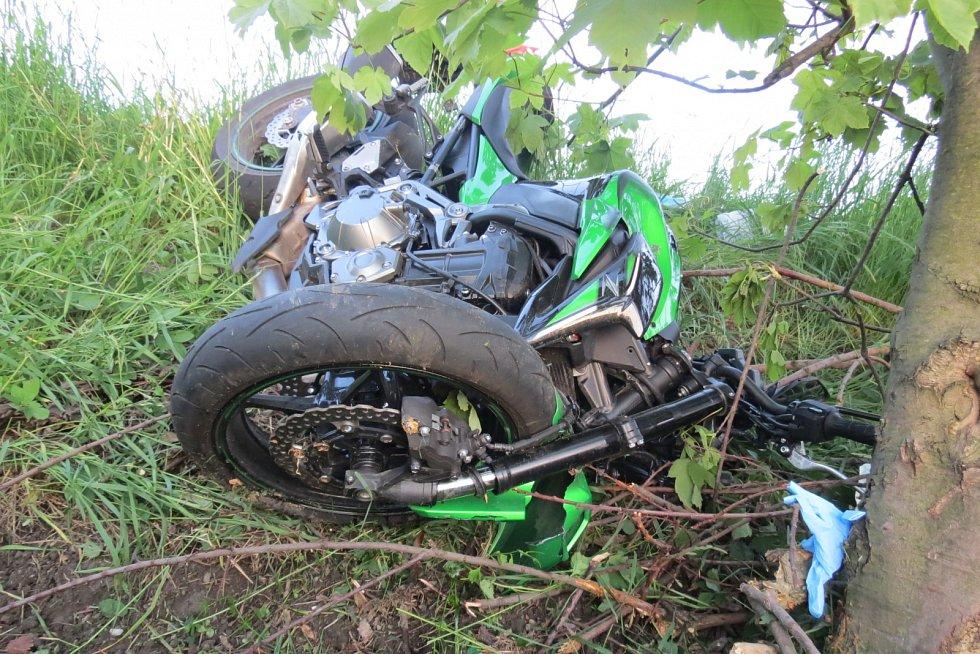 Havarovaný motocykl v Horních Bludovicích.