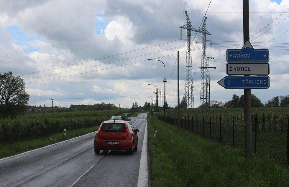 Havířov Životice, silnice podél sadů směr Těrlicko a Životice.
