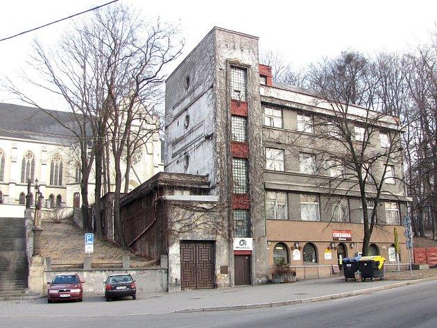 Současný pohled na budovu bývalé spořitelny.