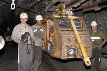 Práce v podzemí černouhelné šachty. Ilustrační snímek.