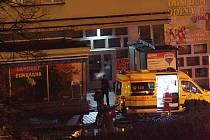 Muž se zabil pádem z okna ve 4. patře.